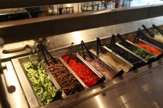 La barra de ensaladas en una de las cafeterías. Foto: Cortesía Facebook