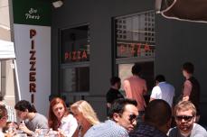 Comiendo pizza. Foto: Cortesía Facebook
